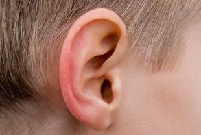 Ohren reinigen mit Hausmitteln
